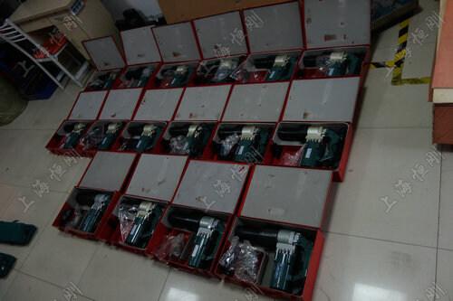 扭剪型电动扳手规格型号 产品型号 (Model) 测量范围  (M)    长度 (mm)   重量 (KG) zui大扭矩 (N.m)     转速(r/min)  SGNJ-22 16-22 290X90X270 6.9 1000 16 SGNJ-24 16-24 350X90X270 8.5 1500 12 SGNJ-24J 16-24 545X90X270 9.2 1300 12 SGNJ-27 22-27 400X105X280 9.0 1700 7 SGNJ-30 24-30 405X105X285 9.5 2500 5
